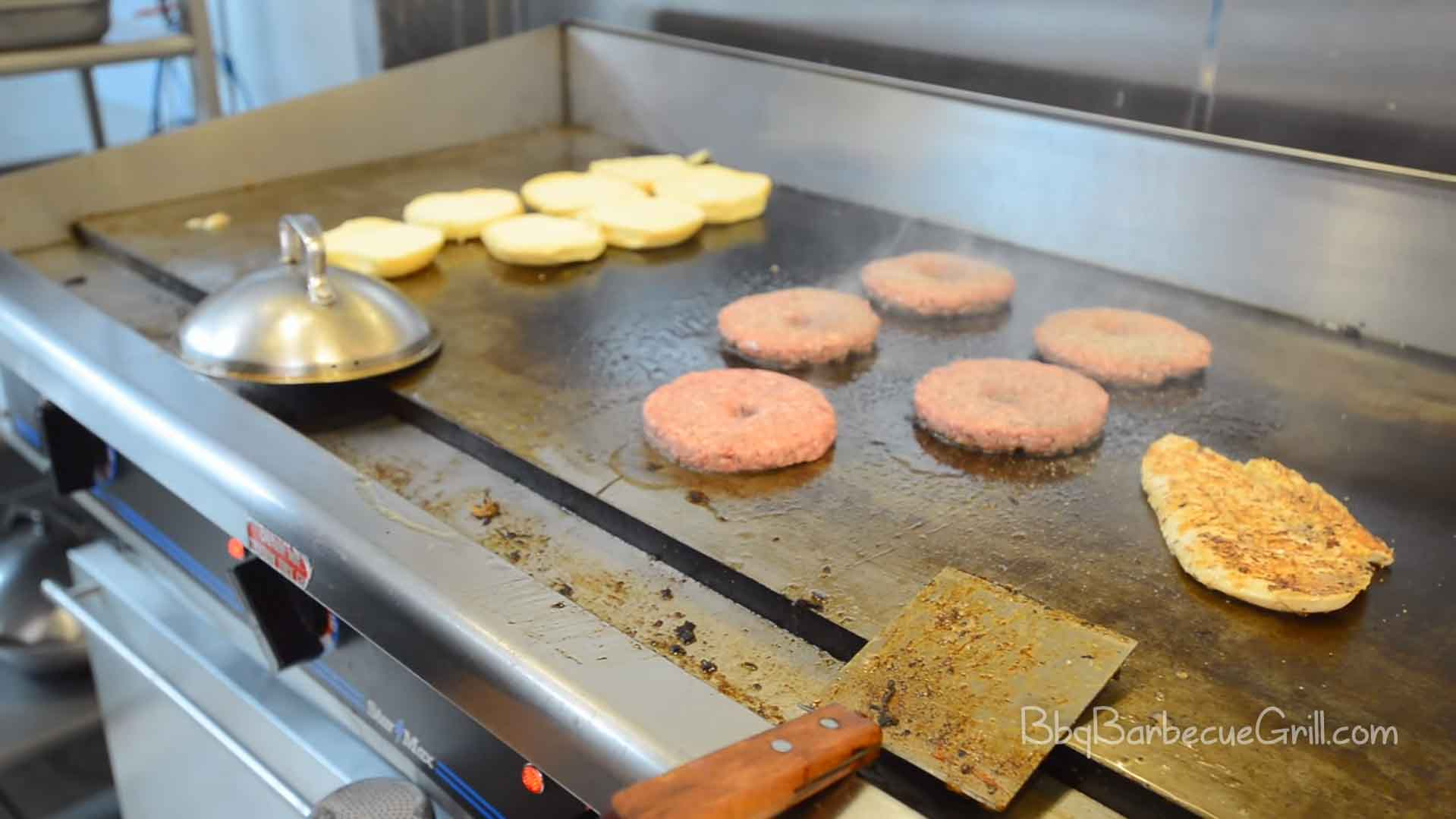 Flat top grill vs regular grill